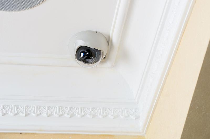 Une caméra de sécurité pour la vidéosurveillance de son appartement