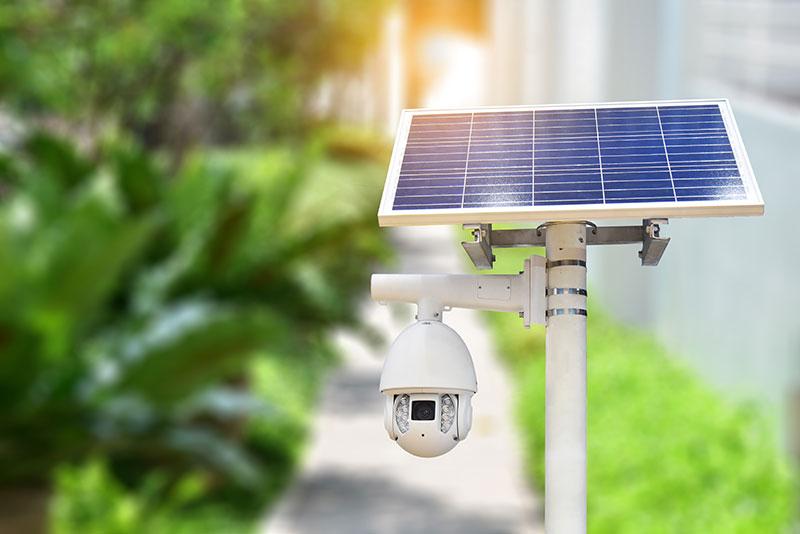 Caméra de surveillance avec panneau photovoltaïque